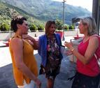 Emi Matarrodona (esquerra) amb Maria Teresa Albarado (centre) i Laura Fabregat (dreta).