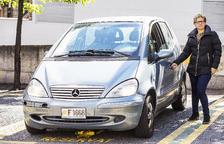 Montserrat Nazzaro posa amb el seu Mercedes A170.