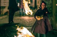 Noemí Rodríguez fent rodar foc al carrer