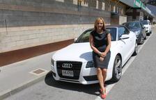 Olga Gelabert amb el seu Audi A5 descapotable