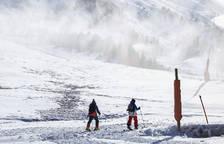 Esquiadors al sector de Grau Roig de les pistes encampadanes.