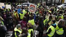 Centenars de funcionaris es concentren a la duana i provoquen talls puntuals