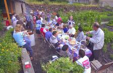 Els primers hortolans del Dau van fer un berenar per celebrar la collita.