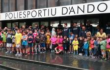 Els aficionats més petits encoratgen al MoraBanc per al partit contra el Barça