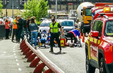 El motorista alemany ferit a la capital continua en estat crític