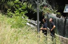 Un cotxe patrulla de la policia s'estimba al camí del Rec del Solà