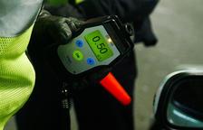 La policia deté 23 persones per positius d'alcohol i drogues en una setmana