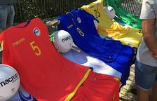 La federació de futbol presenta les noves samarretes Macron per la selecció