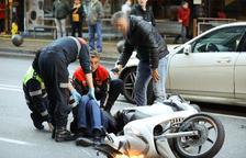Un motorista ferit lleument a l'avinguda Tarragona