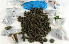 Detinguts dos joves de 19 anys amb 600 grams de cànnabis en un hotel