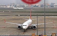 Un Boeing 737 Max, immobilitzat en un aeroport.