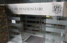 S'ajorna el judici contra l'exdirector de la presó per revelar informació