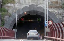 Un accident amb tres vehicles obliga a tallar el túnel del Pont Pla