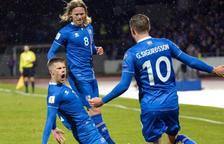 Islàndia supera Albània per la mínima en un partit igualat i segueix tercera