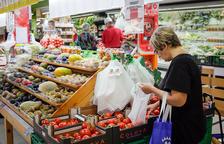 Repartiment de bosses reutilitzables per reduir l'ús del plàstic