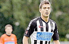 Javi Martos, central del Charleroi, primer fitxatge de l'FCAndorra