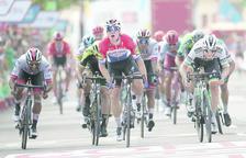 Fabio Jakobsen guanya la quarta etapa de La Vuelta a l'esprint