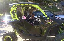 Marc Casal amb el fill en un 'buggy'
