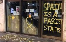 Detingut un jove andorrà per fer pintades independentistes a la façana de l'ambaixada espanyola
