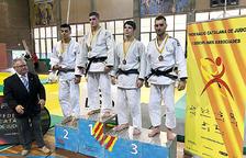 Joel Rossell es penja la medalla de bronze a la Copa Catalunya júnior, disputada a Barcelona