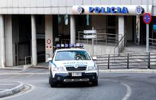 La policia deté un jove per amenaçar amb ganivets els companys de pis