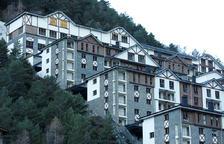 Vista dels edificis del complex Ribasol Ski-Park.