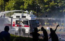 La policia xinesa amenaça amb foc real els manifestans universitaris