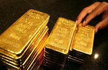 Detinguda una dona de fer feines per robar lingots d'or