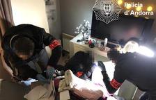 La policia desmantella un narcopís on vivien menors fugats