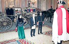 Vicenç Mateu dirigint-se al Palau Reial per lliurar les credencials d'ambaixador a Felip V