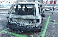 Detingut un home per cremar un cotxe al pàrquing de l'Estadi Comunal