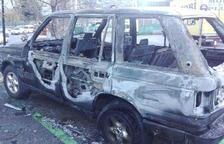 La policia localitza productes inflamables al lloc del cotxe cremat