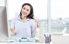 La tendència de dinar a la feina
