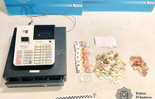 Detenen tres joves per robar en una botiga