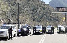 La policia munta controls per garantir que es respecta el confinament