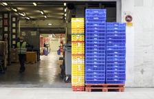 Arribada de productes alimentaris en un centre comercial.