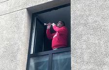 """""""Des que surto a tocar més veïns s'animen a aplaudir"""""""