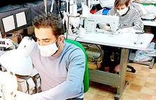 La comercialització de mascaretes crea malestar entre els voluntaris