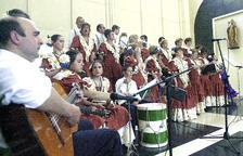 El cor que va cantar a 'La Salve' durant la missa de l'any 2001