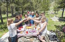 Retrobament d'amics i familiars amb la natura als berenadors