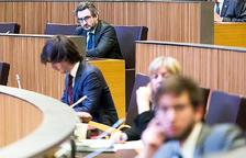 El ministre Jover durant una sessió del Consell General.