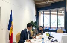 Josep Àngel Mortés i Olga Molné durant la roda de premsa posterior.