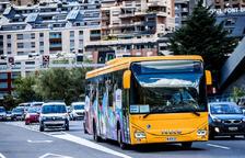 Un dels autobusos que realitzen el recorregut interurbà.