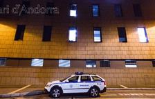 Detingut un jove de 18 anys després de patir un accident i donar positiu en alcoholèmia