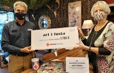 Creu roja rep 1.700 euros de mascaretes d'art i fusta