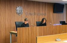 Susanna Vela i Judith Salazar durant la roda de premsa al Consell