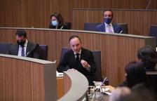"""El PS acusa de """"funambulisme"""" al Govern pel posicionament en l'aeroport nacional"""