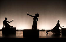 Les dones a l'escenari