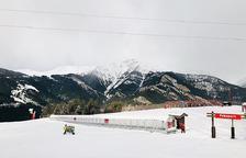 La impossibilitat d'esquiar enutja els pares de l'esqui club d'Arcalís