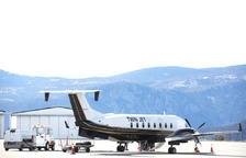 Un avió abans d'enlairar-se a l'aeroport de la Seu.